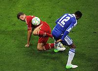FUSSBALL   SAISON 2011/2012   CHAMPIONS LEAGUE FINALE FC Bayern Muenchen - FC Chelsea  19.05.2012 Bastian Schweinsteiger (li, FC Bayern Muenchen) gegen John Obi Mikel (re, FC Chelsea)