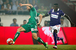 12.08.2015, Generali Arena, Wien, AUT, 1. FBL, FK Austria Wien vs SK Rapid Wien, 4. Runde, im Bild Mario Sonnleitner (SK Rapid Wien) und Olarenwaju Ayobami Kayode (FK Austria Wien) // during Austrian Football Bundesliga Match, 4th Round, between FK Austria Vienna and SK Rapid Vienna at the Generali Arena, Vienna, Austria on 2015/08/12. EXPA Pictures © 2015, PhotoCredit: EXPA/ Thomas Haumer