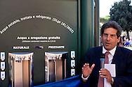 """Roma 10 Settembre 2015<br /> Inaugurata  la nuova «Casa dell'Acqua»  Acea, di fronte al Colosseo, una vera fontana hi-tech, dove si può bere gratuitamente acqua fresca a 9 gradi, sia naturale che gassata. Inoltre è possibile ricaricare cellulari e tablet. Alberto Irace, Amministratore Delegato  Acea <br /> Rome September 10, 2015<br /> Inaugurated the new """"Water House"""" Acea, in front of the Colosseum, a real hi-tech fountain, where you can drink free fresh water at 9 degrees, both natural and carbonated. It is also possible to recharge phones and tablets. Alberto Irace, CEO Acea"""