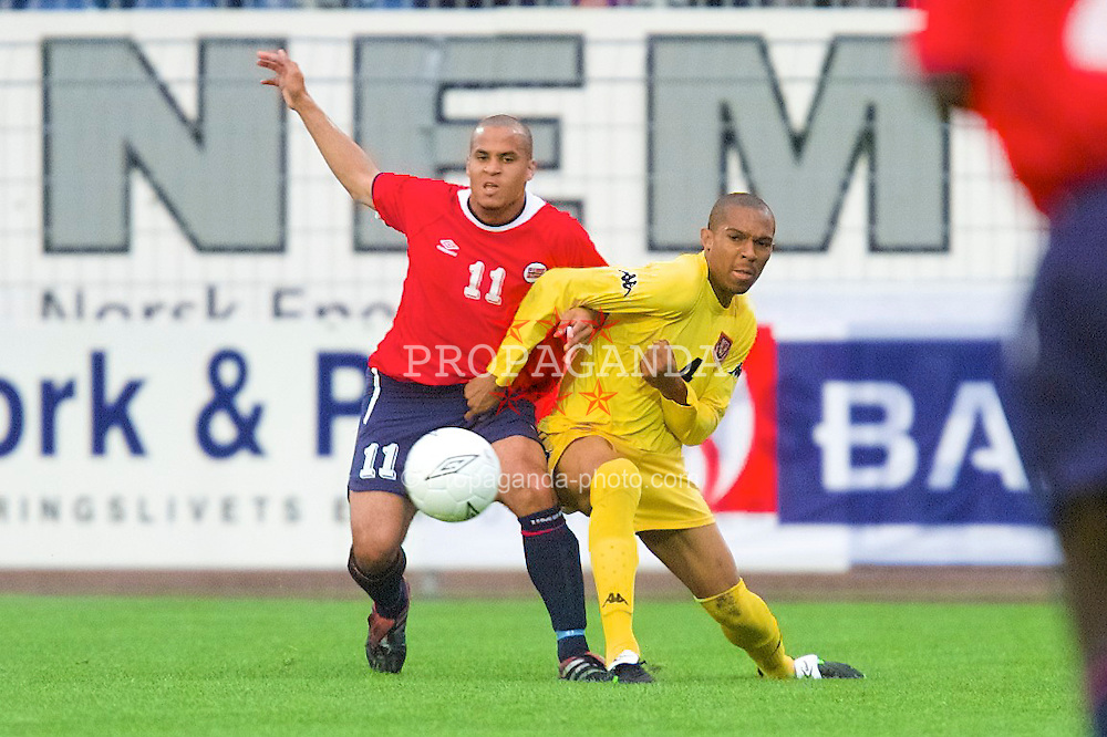 DRAMMEN, NORWAY - Tuesday, September 4, 2001: Wales' Danny Gabbidon and Norway's  Christer George during the UEFA European Championship qualifying Group 5 match at the Marienlyst Stadion. (Pic by David Rawcliffe/Propaganda)