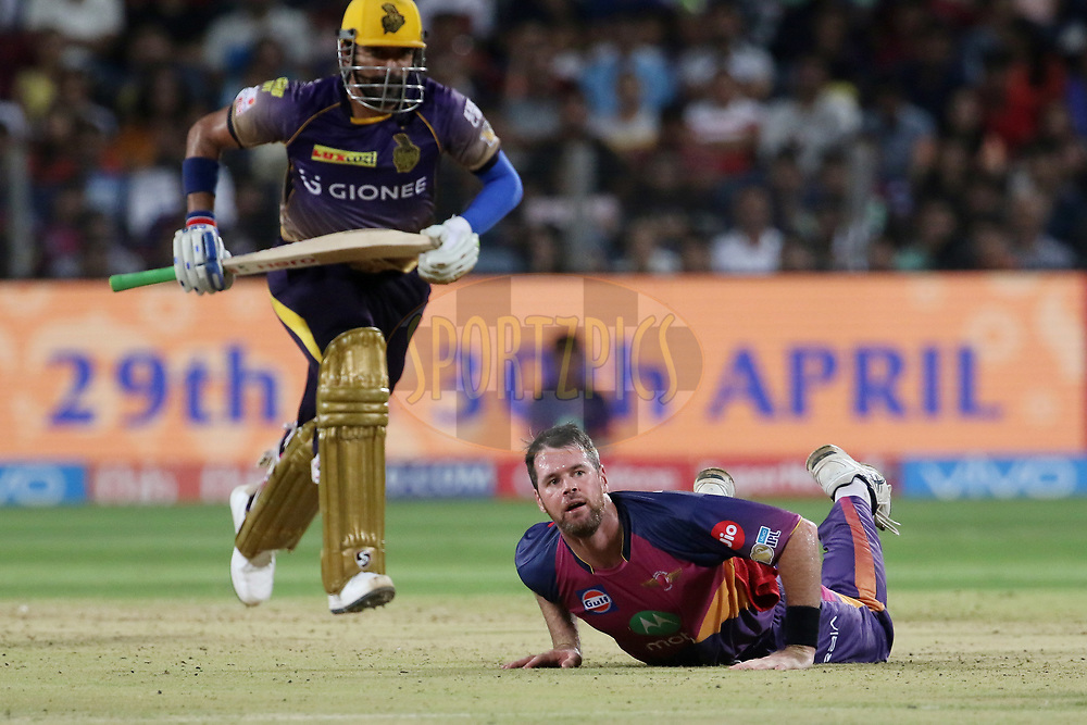Daniel Christian of Rising Pune Supergiant dives to field as Robin Uthappa of the Kolkata Knight Riders takes a run during match 30 of the Vivo 2017 Indian Premier League between the Rising Pune Supergiants and the Kolkata Knight Riders  held at the MCA Pune International Cricket Stadium in Pune, India on the 26th April 2017<br /> <br /> Photo by Vipin Pawar- IPL - Sportzpics