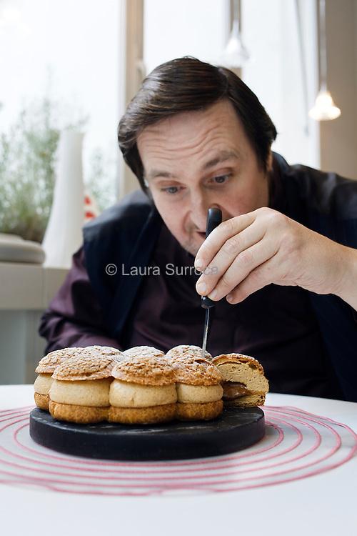 Philippe Conticini, chef pâtissier. La Pâtisserie des Rêves de la rue Longchamp de Paris, le 11 novembre 2011.