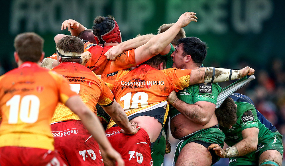 Guinness PRO12, The Sportsground, Galway 30/1/2016<br /> Connacht vs Scarlets<br /> Scarlets' Peter Edwards and Denis Buckley of Connacht<br /> Mandatory Credit &copy;INPHO/James Crombie