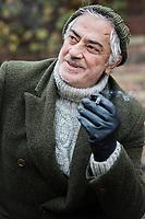 Der türkische Regisseur Mustafa Altioklar lebt seit 2 Jahren in Deutschland. In seiner Schauspielschule bildet er türkische Studenten aus, die sowohl auf dem türkischen als auch auf dem deutschen Schauspielmarkt Fuß fassen können.
