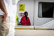 Emiliano Albensi<br /> 14/10/2016 Pozzallo (RG)<br /> SBARCO MIGRANTI<br /> Nella foto: alcuni momenti di uno sbarco di migranti a Pozzallo, in Sicilia