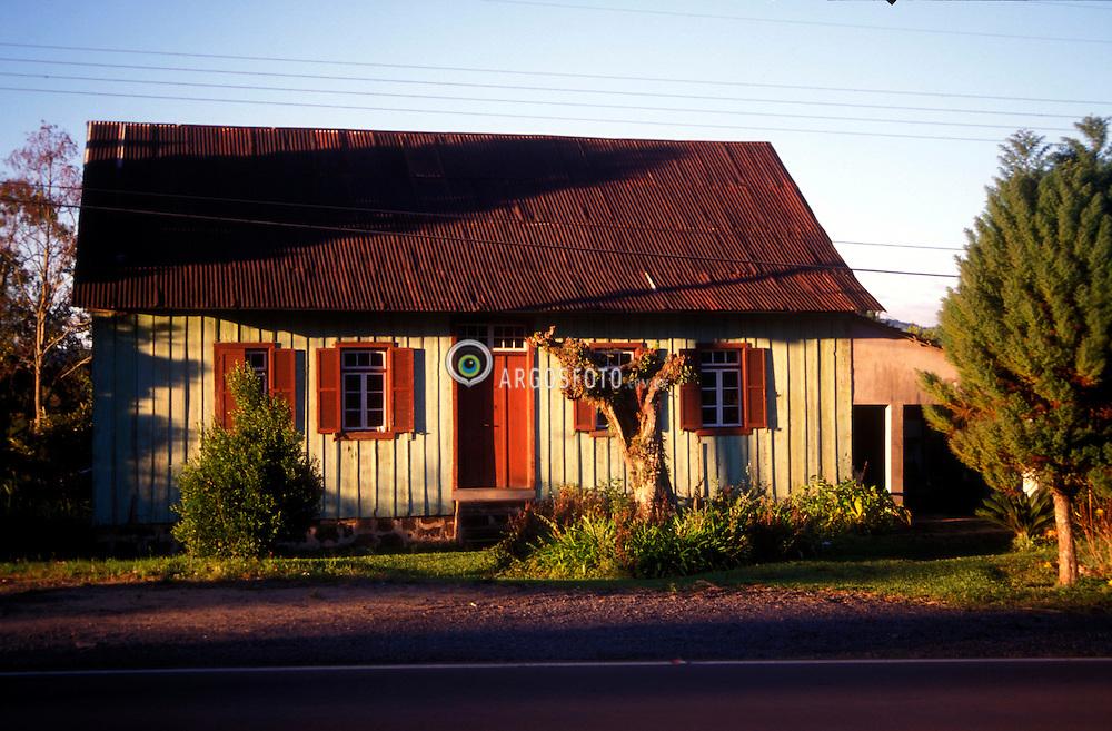 Nova Petropolis - RS - Brasil.Casa tipica, serra gaucha, estrada Nova Petropolis/Gramado./ Typical house, road Nova Petropolis-Gramado..Adri Felden/ Ag. Argosfoto