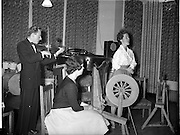 27/06/1959<br /> 06/27/1959<br /> 27 June 1959<br /> Gael Linn Cabaret at Bundoran. Pictured are: Aine Nic Cana, R.E. Singer entertaining the visitors with a traditional Irish Air, with Fiddler Sean Maguire accompanying. In foreground is Fionnuala O'Sulleabhain, Singer.