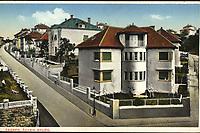 Zagreb : Švabin brijeg. <br /> <br /> ImpresumZagreb : Naklada razglednica, tiskara, knjižara i paprinica St. Kugli, [192-].<br /> Materijalni opis1 razglednica : tisak ; 9 x 14 cm.<br /> NakladnikKnjižara Stjepan Kugli (Zagreb)<br /> Mjesto izdavanjaZagreb<br /> Vrstavizualna građa • razglednice<br /> ZbirkaGrafička zbirka NSK • Zbirka razglednica<br /> ProjektPozdrav iz Hrvatske<br /> Formatimage/jpeg<br /> PredmetZagreb –– Šalata<br /> SignaturaRZG-SAL-3<br /> Obuhvat(vremenski)20. stoljeće<br /> NapomenaRazglednica nije putovala. • Razglednica prikazuje kuće za gradske činovnike na obroncima Šalate (danas Bijenička cesta) koje su izgrađene potkraj 1920-ih godina.<br /> PravaJavno dobro<br /> Identifikatori000955220<br /> NBN.HRNBN: urn:nbn:hr:238:876627 <br /> <br /> Izvor: Digitalne zbirke Nacionalne i sveučilišne knjižnice u Zagrebu