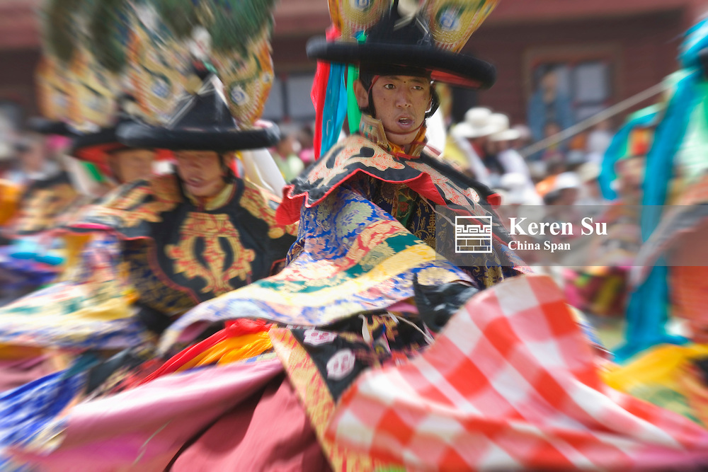 Performance celebrating summer festival in Huiyuan Monastery (Lotus Monastery), Bamei, Sichuan-Tibet, China