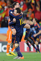 11.07.2010, Soccer-City-Stadion, Johannesburg, RSA, FIFA WM 2010, Finale, Niederlande (NED) vs Spanien (ESP) im Bild  jubel bei Xavi und Cesc Fabregas nach den Abpfiff, Spanien ist Weltmeister, EXPA Pictures © 2010, PhotoCredit: EXPA/ InsideFoto/ Perottino *** ATTENTION *** FOR AUSTRIA AND SLOVENIA USE ONLY! / SPORTIDA PHOTO AGENCY
