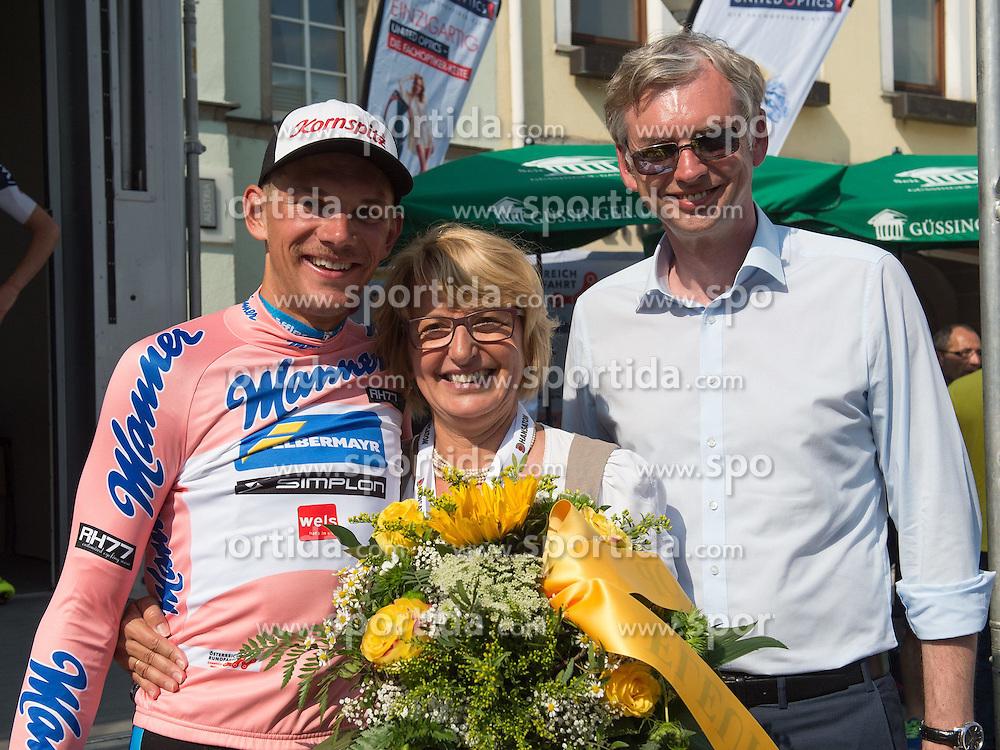 06.07.2015, Grieskirchen, AUT, Österreich Radrundfahrt, 2. Etappe, Litschau nach Grieskirchen, im Bild v.l. Matthias Krizek (AUT, Team Felbermayr Simplon), Bürgermeisterin, Grieskirchen Maria Pachner, Landesrat Dr. Michael Strugl // f.l.t.r. Matthias Krizek of Austria and major Maria Pachner and Dr. Michael Strugl during the Tour of Austria, 2nd Stage, from Litschau to Grieskirchens, Grieskirchen, Austria on 2015/07/06. EXPA Pictures © 2015, PhotoCredit: EXPA/ Reinhard Eisenbauer