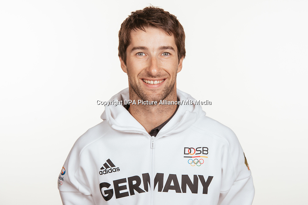 Jonathan Koch poses at a photocall during the preparations for the Olympic Games in Rio at the Emmich Cambrai Barracks in Hanover, Germany, taken on 14/07/16 | usage worldwide