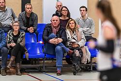 17-03-2018 NED: Prima Donna Kaas Huizen - VC Sneek, Huizen<br /> PDK verliest kansloos met 3-0 van Sneek / Publiek support Jan Kos