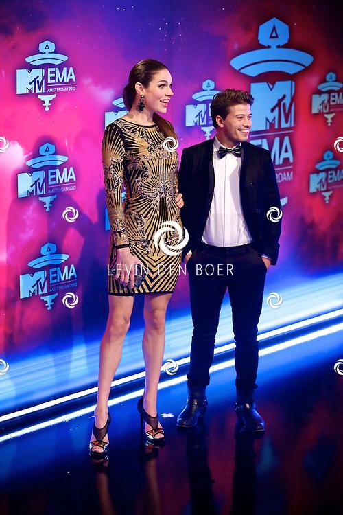 AMSTERDAM - In de studio's van Endemol is de rode loper uitgerold voor de 20ste MTV EMA Awards 2013. Met hier op de rode loper Anna Drijver en Geza Weisz. FOTO LEVIN DEN BOER - PERSFOTO.NU