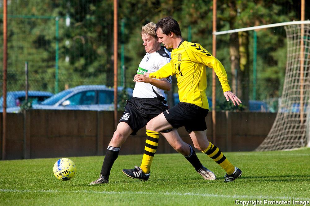 364724-voetbal Vlimmeren Sport tegen Bonheiden-Sven de Prins en Bart Daems