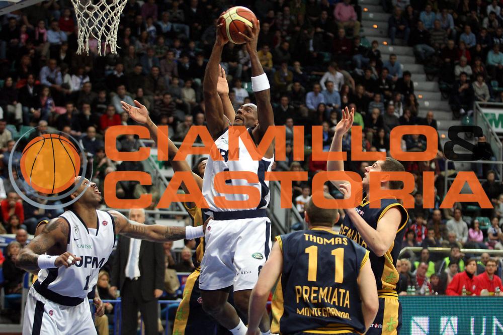 DESCRIZIONE : Bologna Lega A1 2007-08 Upim Fortitudo Bologna Premiata Montegranaro <br /> GIOCATORE : Oscar Torres <br /> SQUADRA : Upim Fortitudo Bologna <br /> EVENTO : Campionato Lega A1 2007-2008 <br /> GARA : Upim Fortitudo Bologna Premiata Montegranaro <br /> DATA : 12/01/2008 <br /> CATEGORIA : Tiro<br /> SPORT : Pallacanestro <br /> AUTORE : Agenzia Ciamillo-Castoria/L.Villani