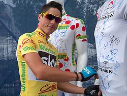 13.07.2014, Wien, AUT, 66. Österreich Radrundfahrt, 8. Etappe during the 66th Tour of Austria, Stage 8, from Podersdorf am Neusiedler-See to Vienna, im Bild Pete Kennaugh (GBR, 1. Platz) // Tour winner Pete Kennaugh of Great Britain signes the sprint jersey during the 66th Tour of Austria, Stage 6, from St.Johann Alpendorf to Villach Dobratsch, Wien, Austria on 2014/07/13. EXPA Pictures © 2014, PhotoCredit: EXPA/ Reinhard Eisenbauer