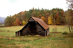 TN: Tennessee Great Smoky Mountains National Park, Mtns, Cades Cove     .Photo Copyright: Lee Foster, lee@fostertravel.com, www.fostertravel.com, (510) 549-2202.Image: tnsmok205