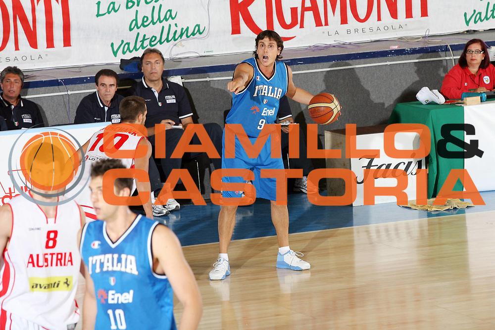DESCRIZIONE : Bormio Torneo Internazionale Gianatti Italia Austria <br /> GIOCATORE : Marco Mordente<br /> SQUADRA : Nazionale Italia Uomini <br /> EVENTO : Bormio Torneo Internazionale Gianatti <br /> GARA : Italia Austria <br /> DATA : 31/07/2007 <br /> CATEGORIA : Palleggio<br /> SPORT : Pallacanestro <br /> AUTORE : Agenzia Ciamillo-Castoria/G.Cottini<br /> Galleria : Fip Nazionali 2007 <br /> Fotonotizia : Bormio Torneo Internazionale Gianatti Italia Austria<br /> Predefinita :