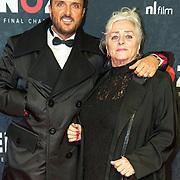 NLD/Amsterdam/20191118 - Filmpremiere Penoza: The Final Chapter, Mick Harren met zijn moeder