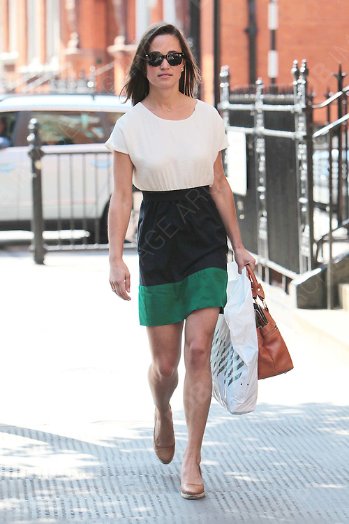 15.JULY.2011. LONDON<br /> <br /> PIPPA MIDDLETON OUT AND ABOUT IN CHELSEA, LONDON.<br /> <br /> BYLINE: EDBIMAGEARCHIVE.COM<br /> <br /> *THIS IMAGE IS STRICTLY FOR UK NEWSPAPERS AND MAGAZINES ONLY*<br /> *FOR WORLD WIDE SALES AND WEB USE PLEASE CONTACT EDBIMAGEARCHIVE - 0208 954 5968*