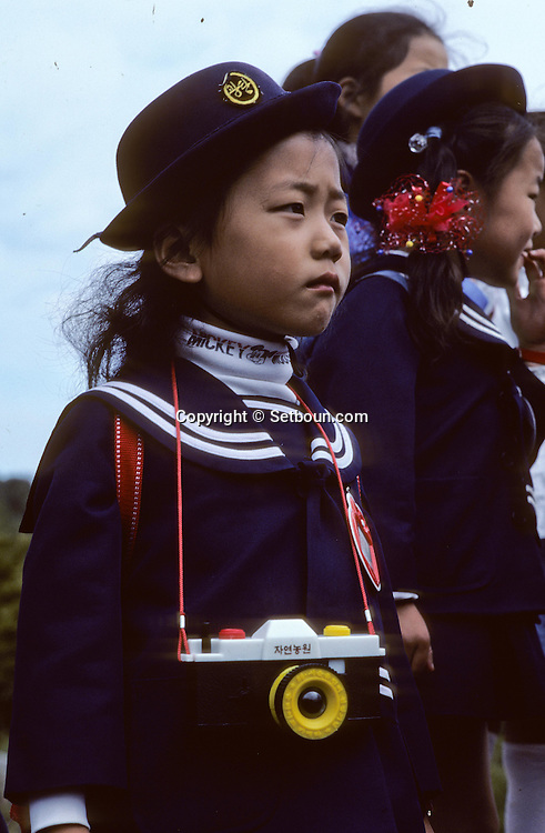 School child dressed in uniform. ///ecoliere en uniforme;      L2744  /  R00030  /  P0003351