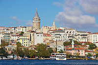 Turquie, Istanbul, la Corne d'Or et le quartier Beyoglu avec la tour Galata // Turkey, Istanbul, Beyoglu neighbourhood and Galata tower