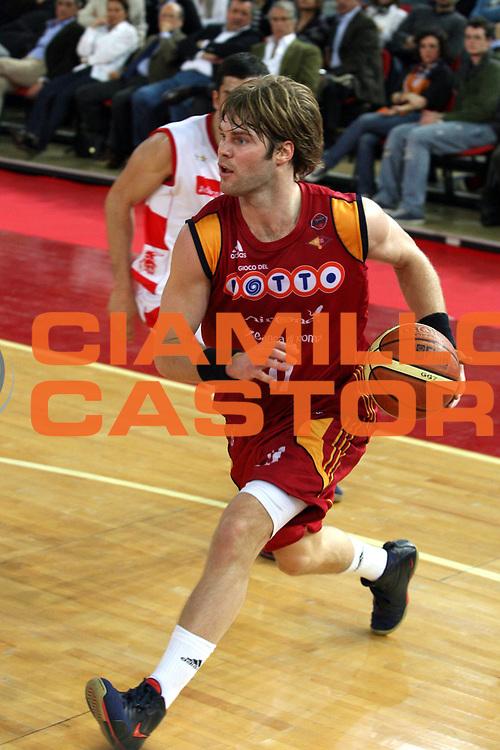 DESCRIZIONE : Roma Lega A1 2007-08 Lottomatica Virtus Roma Armani Jeans Milano <br /> GIOCATORE : Jon Stefansson <br /> SQUADRA : Lottomatica Virtus Roma <br /> EVENTO : Campionato Lega A1 2007-2008 <br /> GARA : Lottomatica Virtus Roma Armani Jeans Milano <br /> DATA : 16/03/2008 <br /> CATEGORIA : Penetrazione <br /> SPORT : Pallacanestro <br /> AUTORE : Agenzia Ciamillo-Castoria/G.Ciamillo