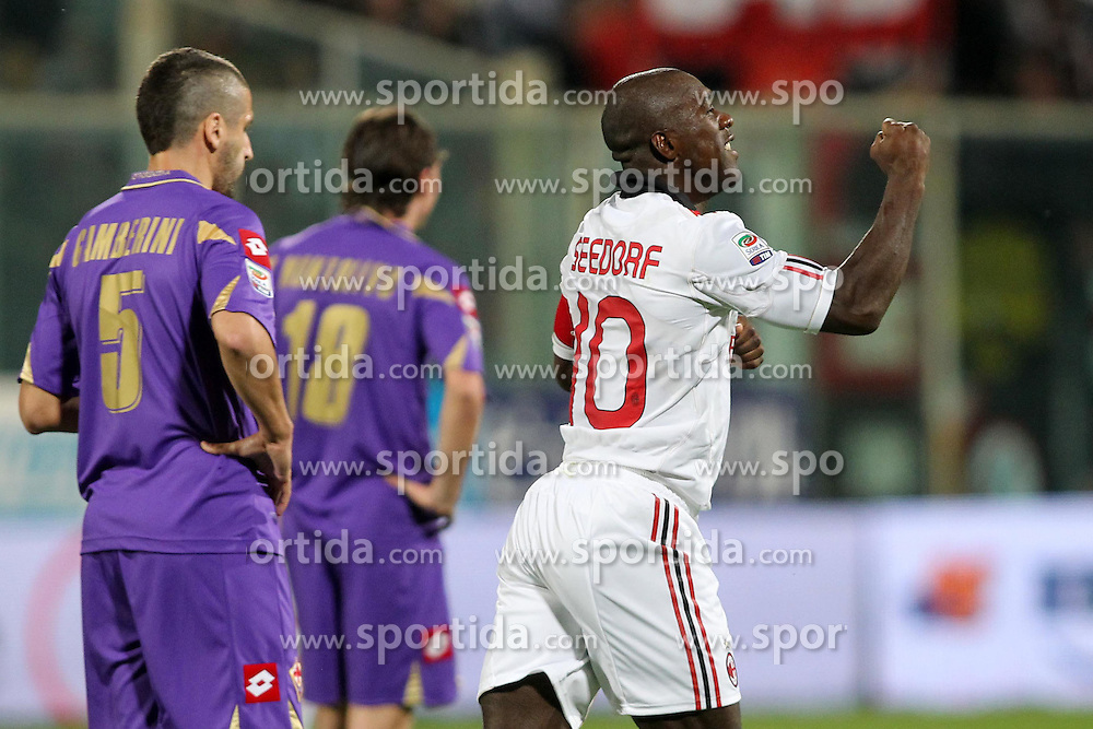 10.04.2011, Stadio Artemio Franchi, Florenz, ITA, Serie A, Fiorentina vs AC Milan, im Bild esultanza di clarence seedorf (milan) dopo il gol e delusione di alessandro gamberini (fiorentina).. EXPA Pictures © 2011, PhotoCredit: EXPA/ InsideFoto/ Luca Pagliaricci +++++ ATTENTION - FOR AUSTRIA/AUT, SLOVENIA/SLO, SERBIA/SRB an CROATIA/CRO CLIENT ONLY +++++