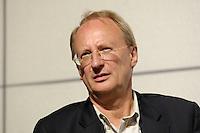 """22 AUG 2005, BERLIN/GERMANY:<br /> Klaus Staeck, Grafiker, waehrend einer Diskussion zum Thema """"7 Jahre rot-gruene Kulturpolitik"""", Palais der Kulturbrauerei<br /> IMAGE: 20050822-03-061"""