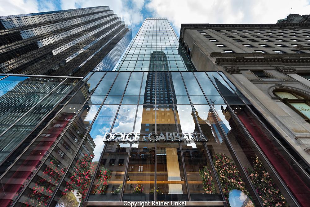 USA : Ein Geschaeft von Dolce & Gabbana auf der Fifth Avenue in New York , 07.05.2018<br />   USA : A shop of Dolce & Gabbana on Fifth / 5th Avenue in New York , 07.05.2018 