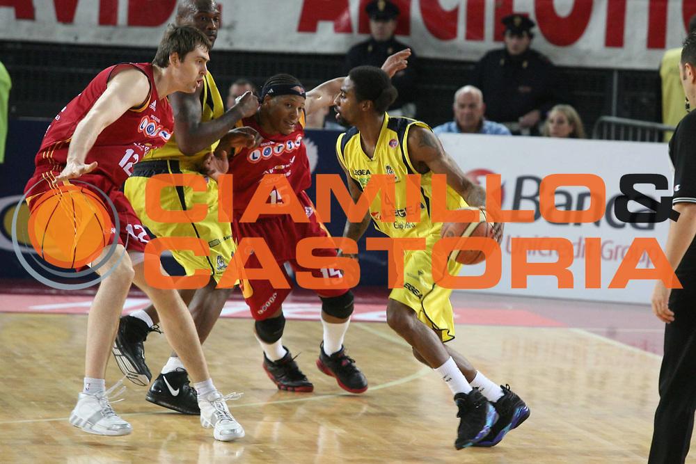 DESCRIZIONE : Roma Lega A1 2007-08 Lottomatica Virtus Roma Legea Scafati<br />GIOCATORE : Marcus Hatten Hawkins Lorbek<br />SQUADRA : Lottomatica Virtus Roma<br />EVENTO : Campionato Lega A1 2007-2008 <br />GARA : Lottomatica Virtus Roma Legea Scafati<br />DATA : 03/02/2008<br />CATEGORIA : Palleggio Difesa<br />SPORT : Pallacanestro <br />AUTORE : Agenzia Ciamillo-Castoria/G.Ciamillo