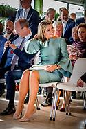 WESTLAND - Koningin Maxima komt aan bij kwekerij Koppert Cress waar zij de tweede Koning Willem I Lezing over ondernemerschap bijwoont. Deze lezing markeert de start van de inschrijving voor de tweejaarlijkse ondernemersprijzen van de Koning Willem I Stichting. ANP ROYAL IMAGES ROBIN UTRECHT