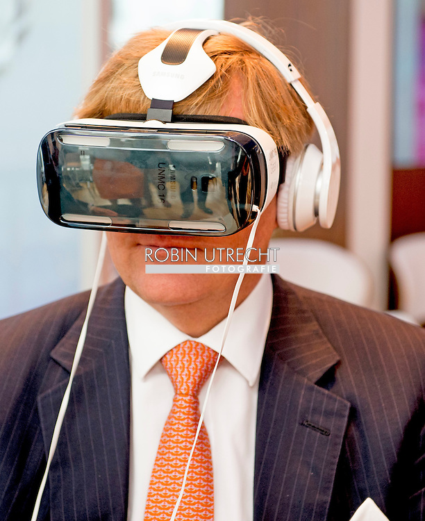 new york  king willem alexander watches a 3d film about ebola . COPYRIGHT ROBIN UTRECHT