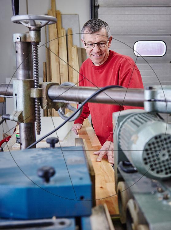Enemærke & Petersens serviceafdeling i Ringsted,tømrerarbejde, sav, tilskæring af planke, arbejdsmiljø,