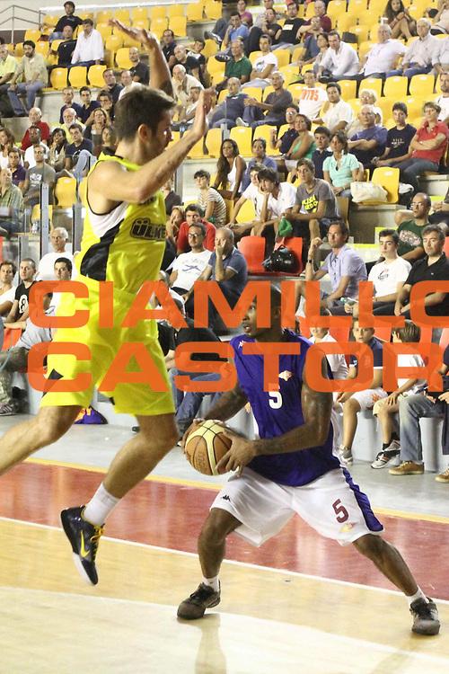 DESCRIZIONE : Roma amichevole Virtus Roma Fenerbahce<br /> GIOCATORE : Phil Goss<br /> CATEGORIA : palleggio<br /> SQUADRA : Virtus Roma<br /> EVENTO : amichevole<br /> GARA : Virtus Roma Fenerbahce<br /> DATA : 09/09/2012 <br /> SPORT : Pallacanestro <br /> AUTORE : Agenzia Ciamillo-Castoria/M.Simoni<br /> Galleria : amichevole<br /> Fotonotizia : Roma amichevole Virtus Roma Fenerbahce<br /> Predefinita :