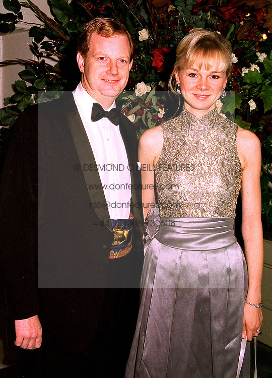 The EARL & COUNTESS OF DERBY at a dinner in London on 23rd October 1998.MLD 56