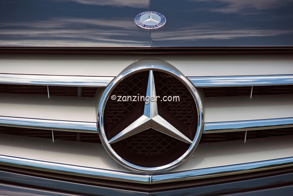 Mercades Benz Auto Front Grill Emblem Symbol Close Up David