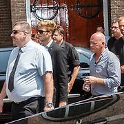 NLD/Volendam/20150703 - Uitvaart Jaap Buijs, aankomst gasten, Tim Douwsma