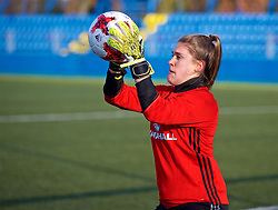 SAINT PETERSBURG, RUSSIA - Monday, October 23, 2017: Wales' goalkeeper Claire Skinner during a training session at the Petrovsky Minor Sport Arena ahead of the FIFA Women's World Cup 2019 Qualifying Group 1 match between Russia and Wales. (Pic by David Rawcliffe/Propaganda)