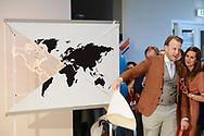 Nederland, Eindhoven, 20170407.CEO van StudyPortals Edwin van Rest. Groepsfoto met de medewerkers van StudyPortalKoningin Maxima opent hoofdkantoor van StudyPortals in het Klokgebouw op Strijp-S in Eindhoven.Koningin Maxima ontmoet enkele studenten die door gebruik van StudyPortals hun opleiding in het buitenland hebben gevonden.De missie van StudyPortals is het wereldwijd transparant en toegankelijk maken van studiemogelijkheden via een online internationaal studiekeuze platform.Netherlands, EindhovenCEO of StudyPortals Edwin van Rest. With the employees of StudyPortalQueen Maxima opens headquarters of StudyPortals in Eindhoven.Queen Maxima meet some students who found their education abroad through StudyPortals.The mission of StudyPortals is to make learning opportunities transparent and accessible worldwide. Through an international online study platform.