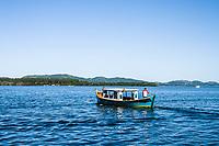 Barco para transporte de passageiros na Costa da Lagoa. Florianópolis, Santa Catarina, Brasil. / Boat at Costa da Lagoa. Florianopolis, Santa Catarina, Brazil.