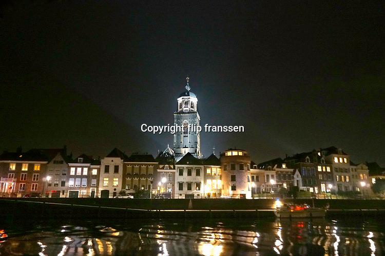Nederland, Deventer, 19-8-2016Zicht op Deventer en de Lebuienuskerk vanaf de andere oever van de IJssel. Foto: Flip Franssen