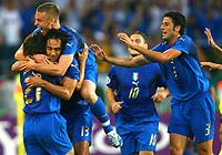 Jubel zum 1:0 fuer Italien durch Andrea Pirlo, Alessandro Nesta, Daniele de Rossi, Francesco Totti, Fabio Grosso<br /> Fussball WM 2006 Italien - Ghana<br /> Italia<br /> Norway only<br /> Fotball VM