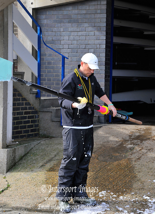 London, UK,  2014 Varsity, Annual Tideway Week. CUBC, Cambridge University Boat Club, Mark BEER, Assistant Coach, washes the oars. 05:16:02  Saturday  05/04/2014  : [Mandatory Credit Intersport Images] 160th Boat Race