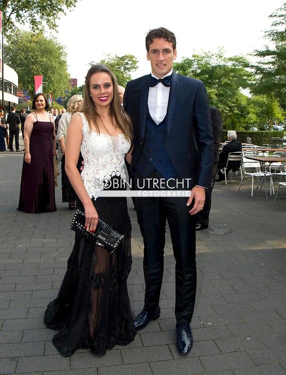 HILVERSUM Eric Botteghin met echtgenote voetballer van het jaar gala verkiezing , copyrght robin utrecht