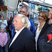NLD/Utrecht/20061001 - Premiere tv serie circus Waltz, Aart Staartjes, Koen Wouterse, Theo Maassen en Barry Atsma staan de televisie te woord