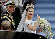 Sweden's Crown Princess Victoria  and King Carl XVI Gustaf arrive for the wedding ceremony on June 19, 2010. AFP PHOTO / DANIEL SANNUM LAUTEN