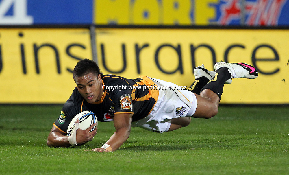Julian Savea scores a try.<br /> Rugby - ITM Cup - Mike Gibson Memorial Trophy - Otago v Wellington, 14 August 2010, Carisbrook, Dunedin, New Zealand.<br /> Photo: Rob Jefferies/PHOTOSPORT