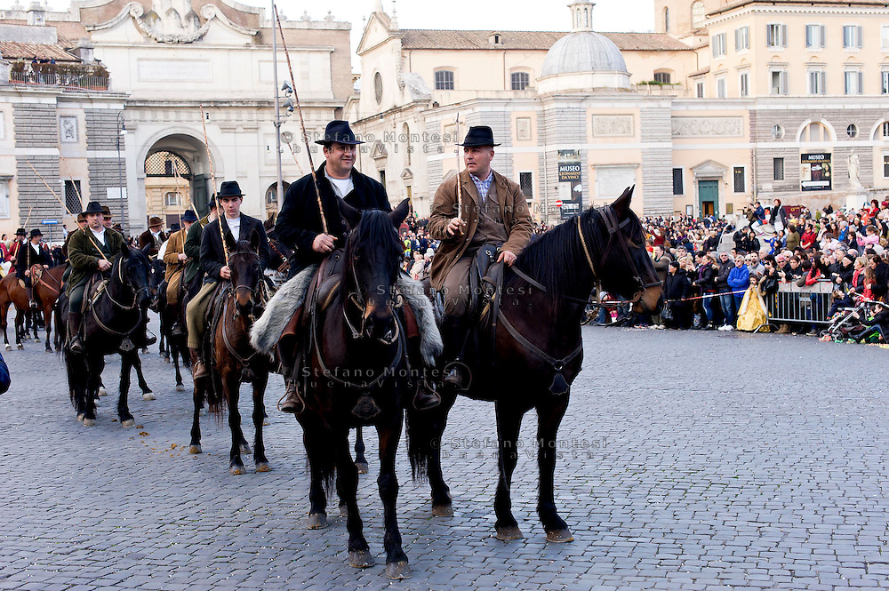 Roma 17 Febbraio 2015<br /> Carnevale Romano, in  Piazza del Popolo,  dedicato alla Regina Cristina di Svezia che soggiorno a Roma nel 1655,  con le atmosfere  della Roma barocca, con sbandieratori, tamburini e gruppi storici. Butteri maremmani<br /> Rome February 17, 2015<br /> Roman Carnival, in Piazza del Popolo, dedicated to Queen Christina of Sweden who stay in Rome in 1655, with the atmosphere of Baroque Rome, with flag-wavers, drummers and historical groups.  Butteri, Italian cowboys